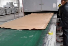 the pressed slab enters the stacking oven after being checked for thickn....jpg