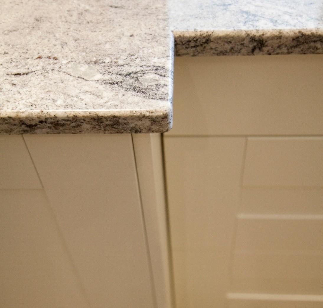 Pencil round edge detail kitchen worktops 1