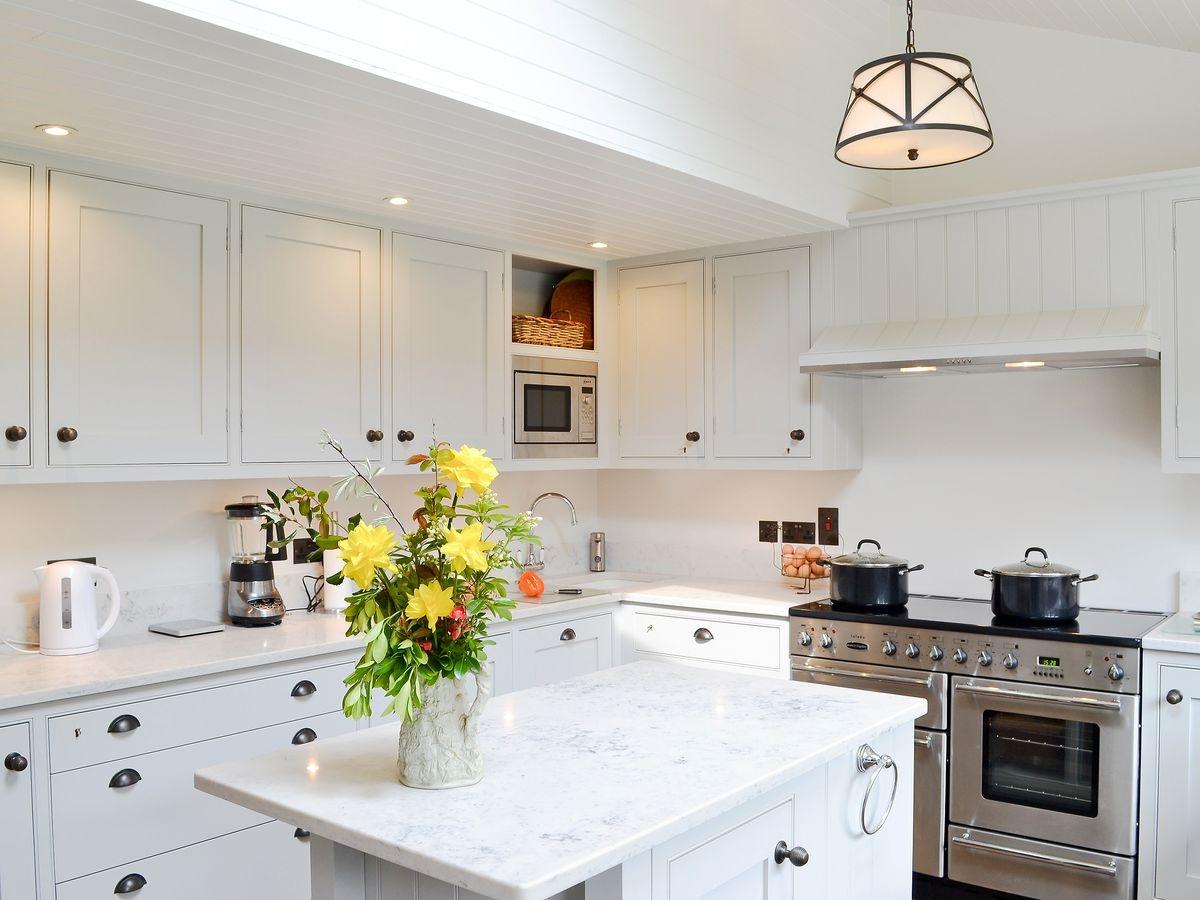 carrara onyx quartz kitchen worktops 2