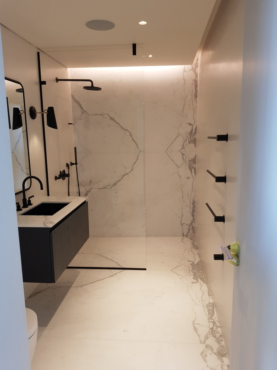 bookmatching marble flooring bathroom 2
